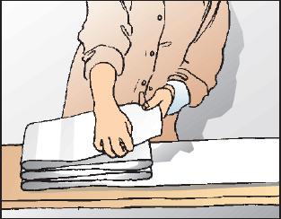 decke tapezieren auch bei der decke muss alles in geraden bahnen verlaufen parallel zur wand. Black Bedroom Furniture Sets. Home Design Ideas
